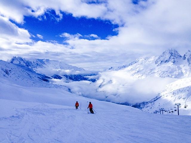 Empty slopes on the Franco-Swiss border